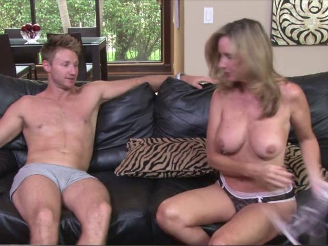 mom-playing-strip-poker-with-son-images-video-hoy-horny-pussy