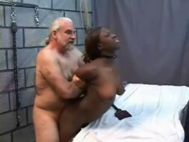 Порно старик трахнул негритянку — img 10